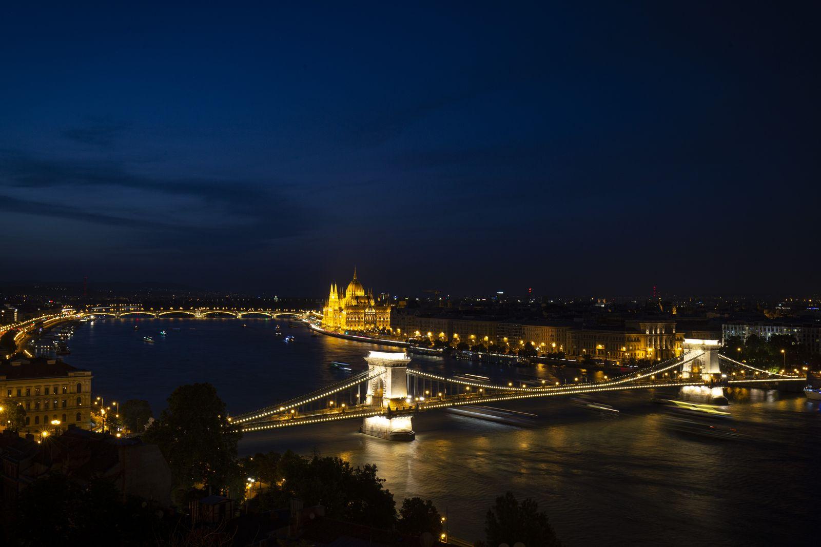 Budapest at night - Jean-Nicolas Lehec